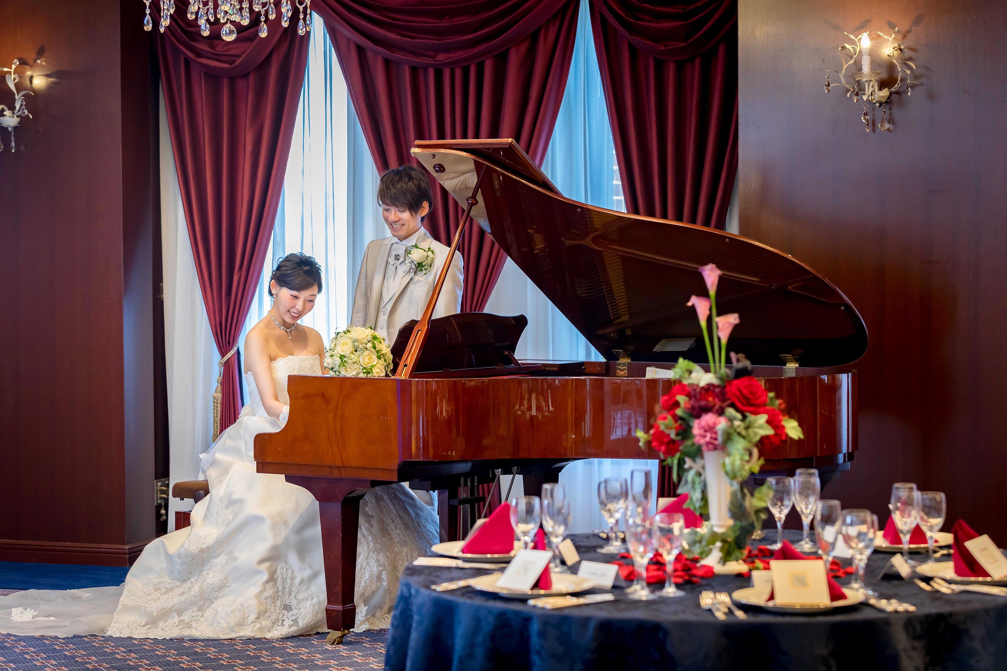 グランドピアノの生演奏も人気